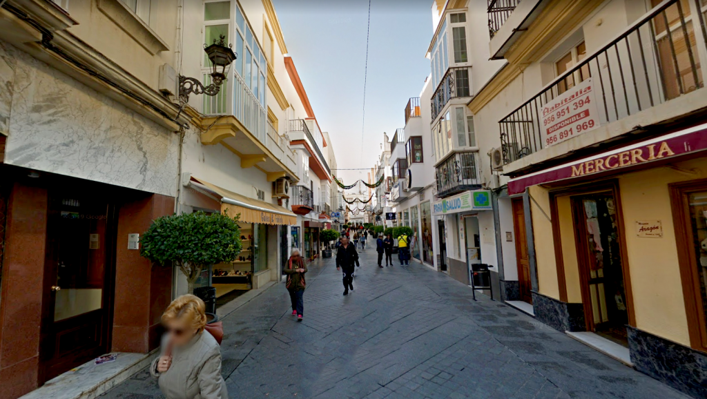 El PP sigue esperando la colocación de toldos en las calles comerciales