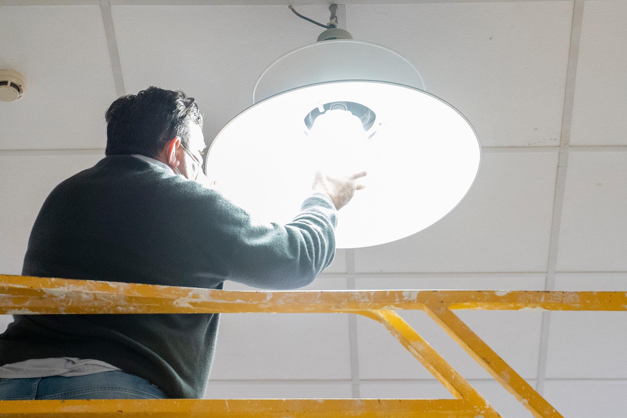 Sustituidas las lámparas de mercurio del Mercado Central por luminaria Led