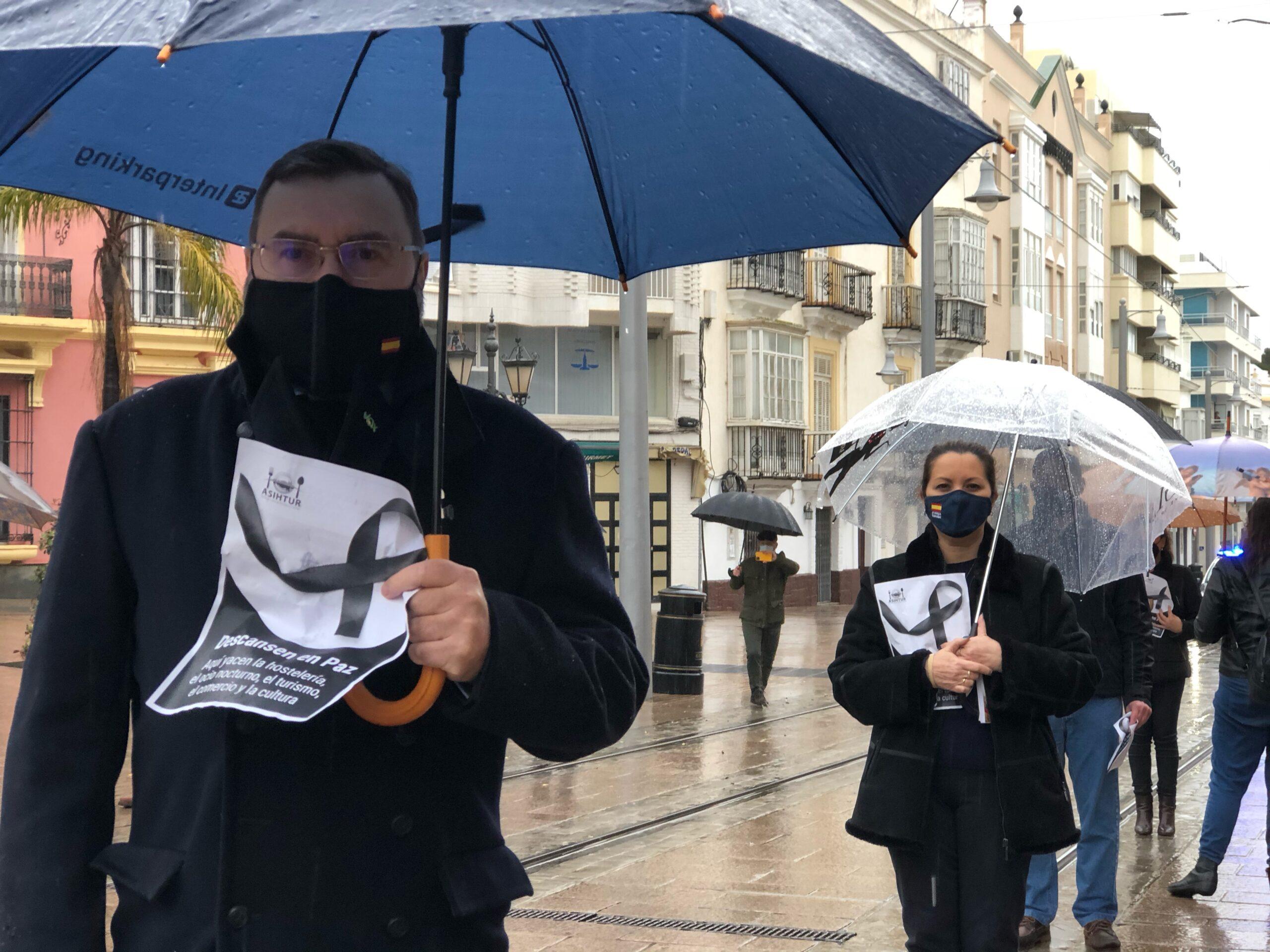 VOX expresa su apoyo a los hosteleros y comerciantes en la concentración convocada por ASIHTUR