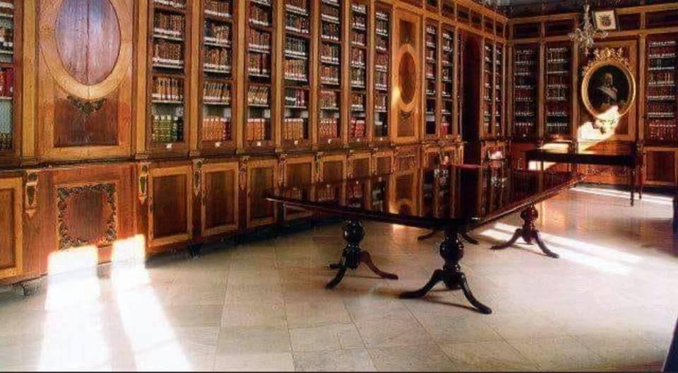 El PP pregunta a Cavada dónde está los muebles de la Biblioteca Lobo