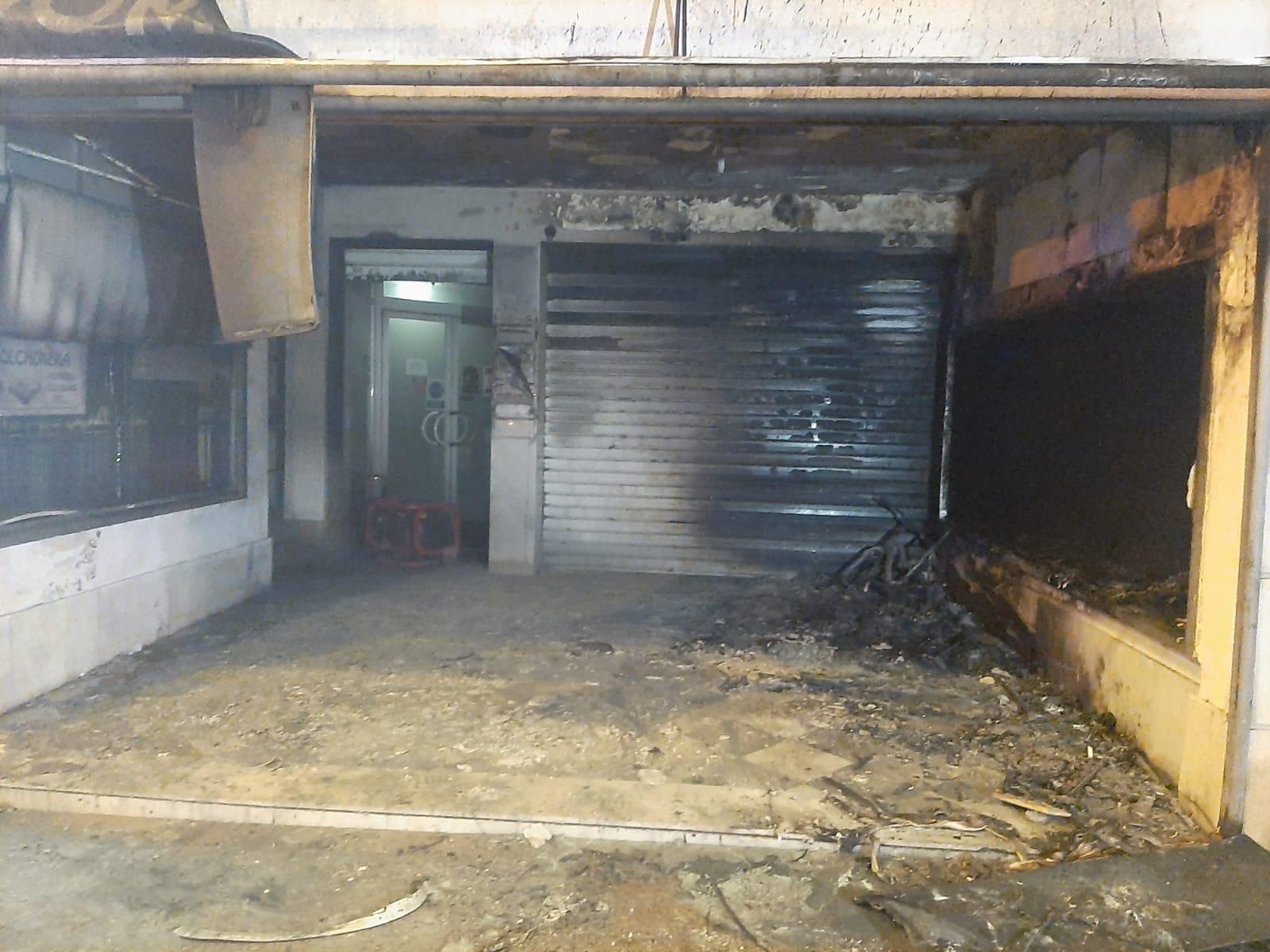 Dos heridos y once desalojados en un incendio en San Fernando