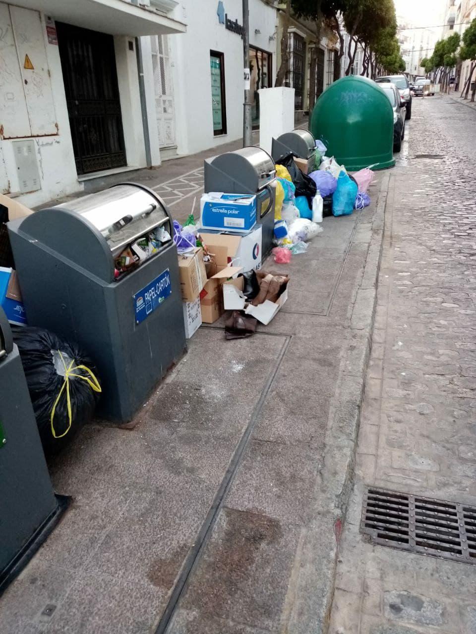 """Podemos reclama al gobierno """"más control"""" en la recogida de residuos ante las quejas de los vecinos"""