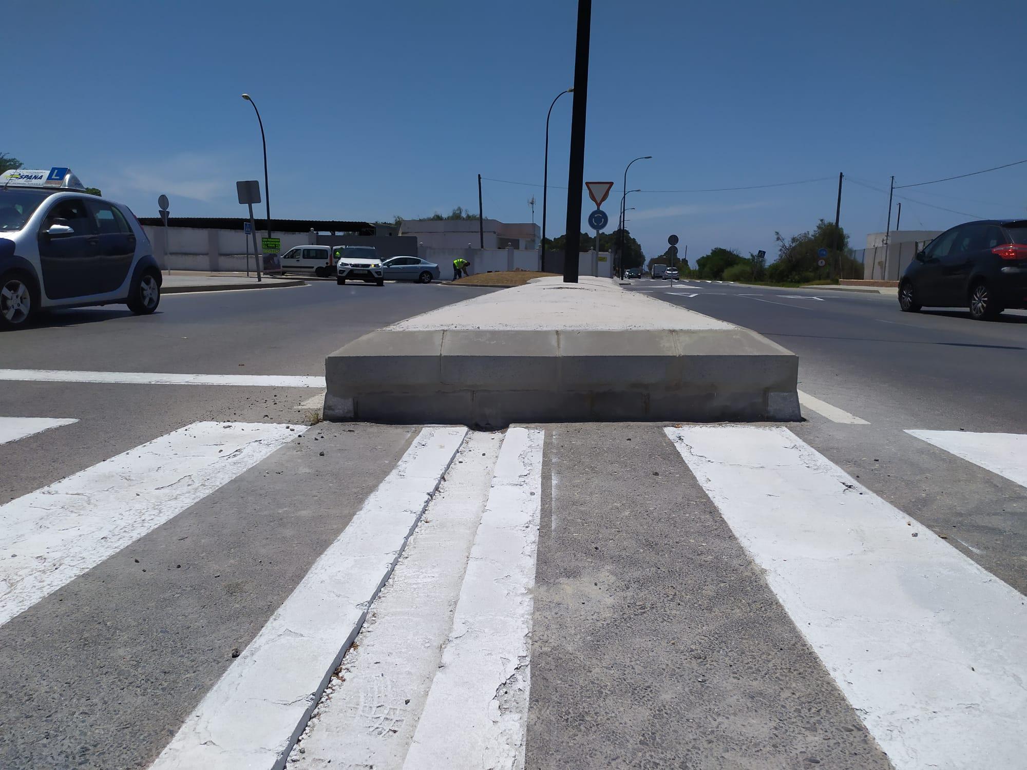 AxSí advierte del peligro que supone para la seguridad vial las  medianas de hormigón de la Avenida Batería de La Ardila