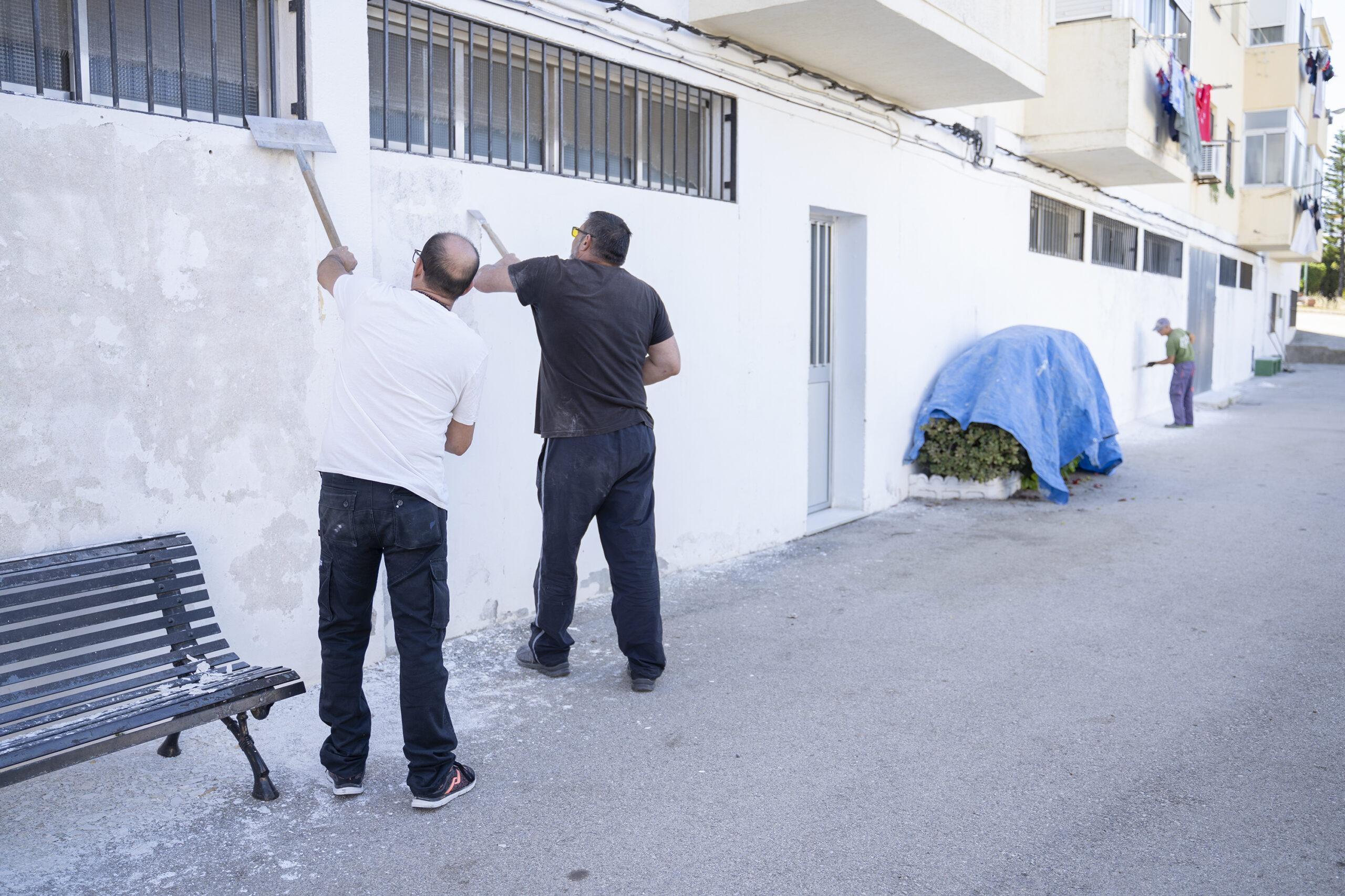 Comienza el pintado de los centros educativos de la ciudad